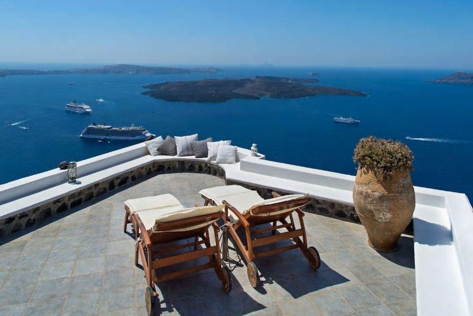 4.エーゲ海一望! 崖に建つ眺望抜群の一軒家を貸し切りで