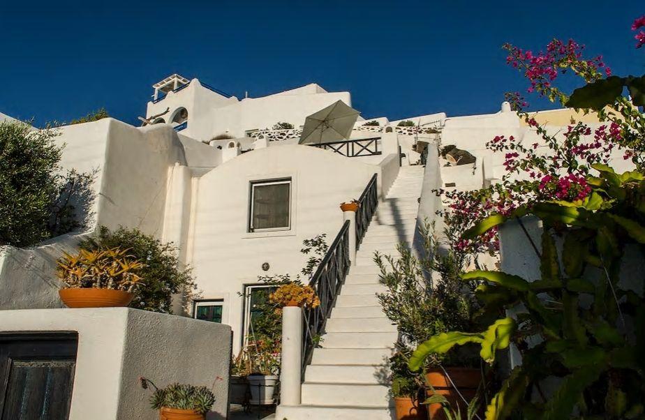 5.白色の壁が美しい一軒家にプライベート感覚で滞在