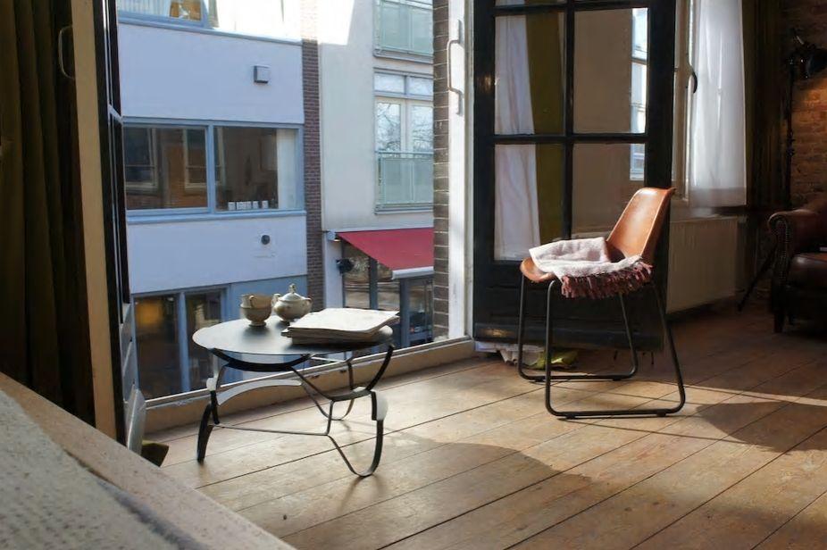 4.窓からはアムステルダム旧市街の綺麗な街並みが