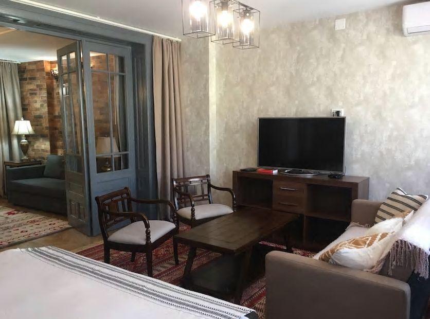 1.市内観光に便利な立地、クラシカルな雰囲気のお部屋