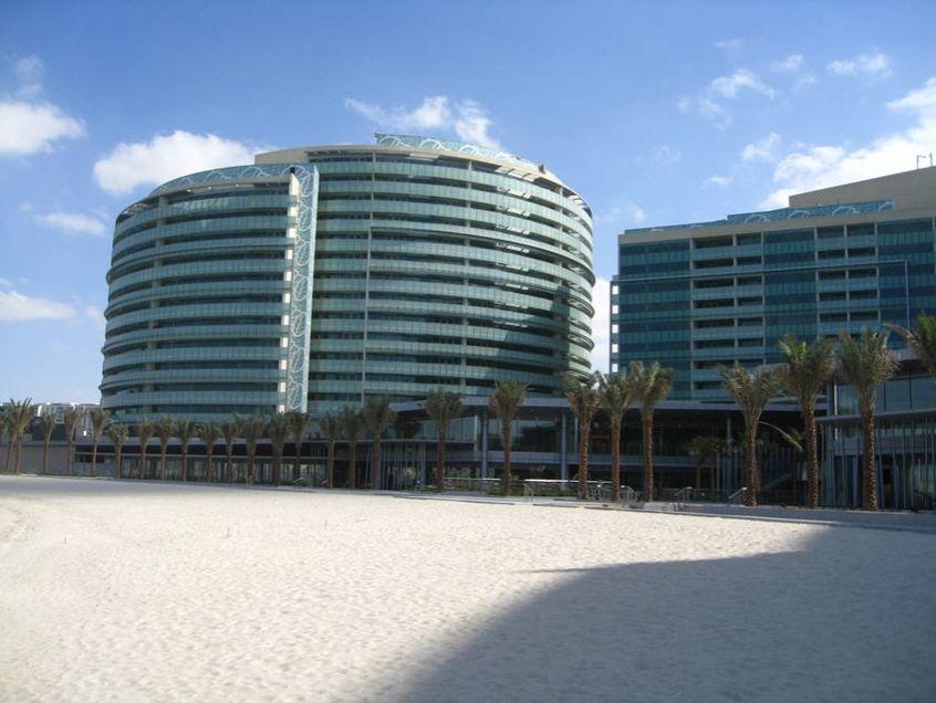 6.フェラーリ・ワールド近くのビーチ沿いに位置