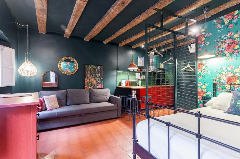 7.カタルーニャ広場から1分のアーティスティックな民泊
