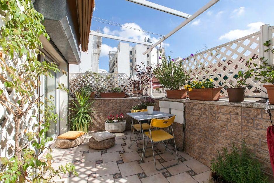2.マドリードで一番の繁華街にあり、明るいテラスが自慢