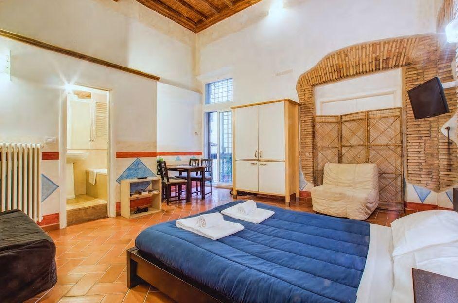 6.15世紀の古いアパートの一室で歴史を感じながら滞在