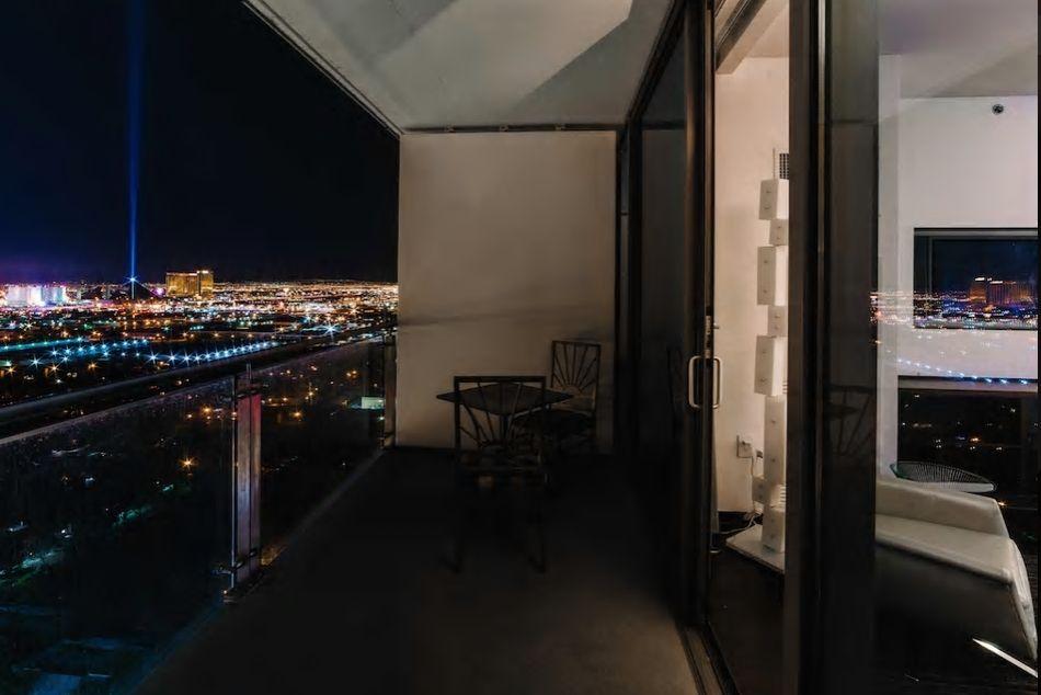 3.ラスベガスの街全体を一望できるラグジュアリーなお部屋