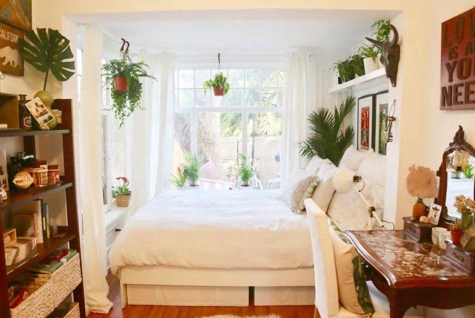 3.観葉植物に囲まれた明るく可愛いベッドルームが魅力