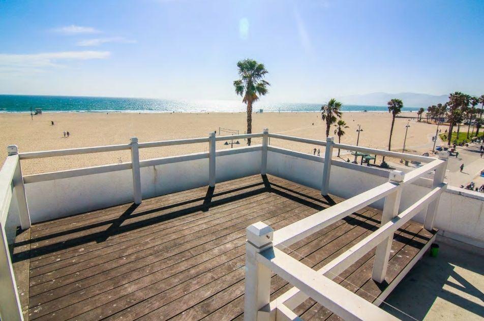 6.ルーフトップデッキからのビーチの眺めが最高