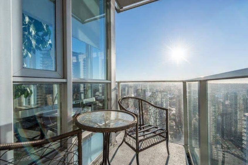 1.高層コンドミニアム、バルコニーからの眺望が自慢