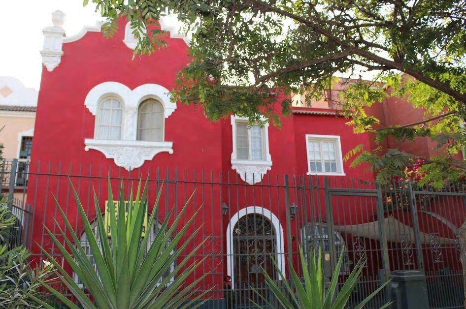 4.スペイン植民地時代の古い町並みが広がる旧市街に立地