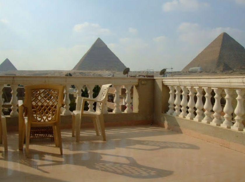 6.ギザのピラミッドからわずか200m、壮大な景観を一望