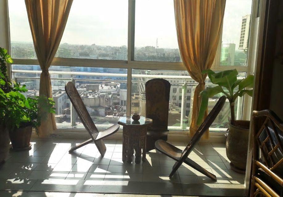 4.13階の窓からカサブランカの美しい街並みを一望