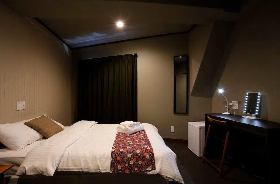 4.モダンなお部屋、大きなデスクがあるのが便利/南区