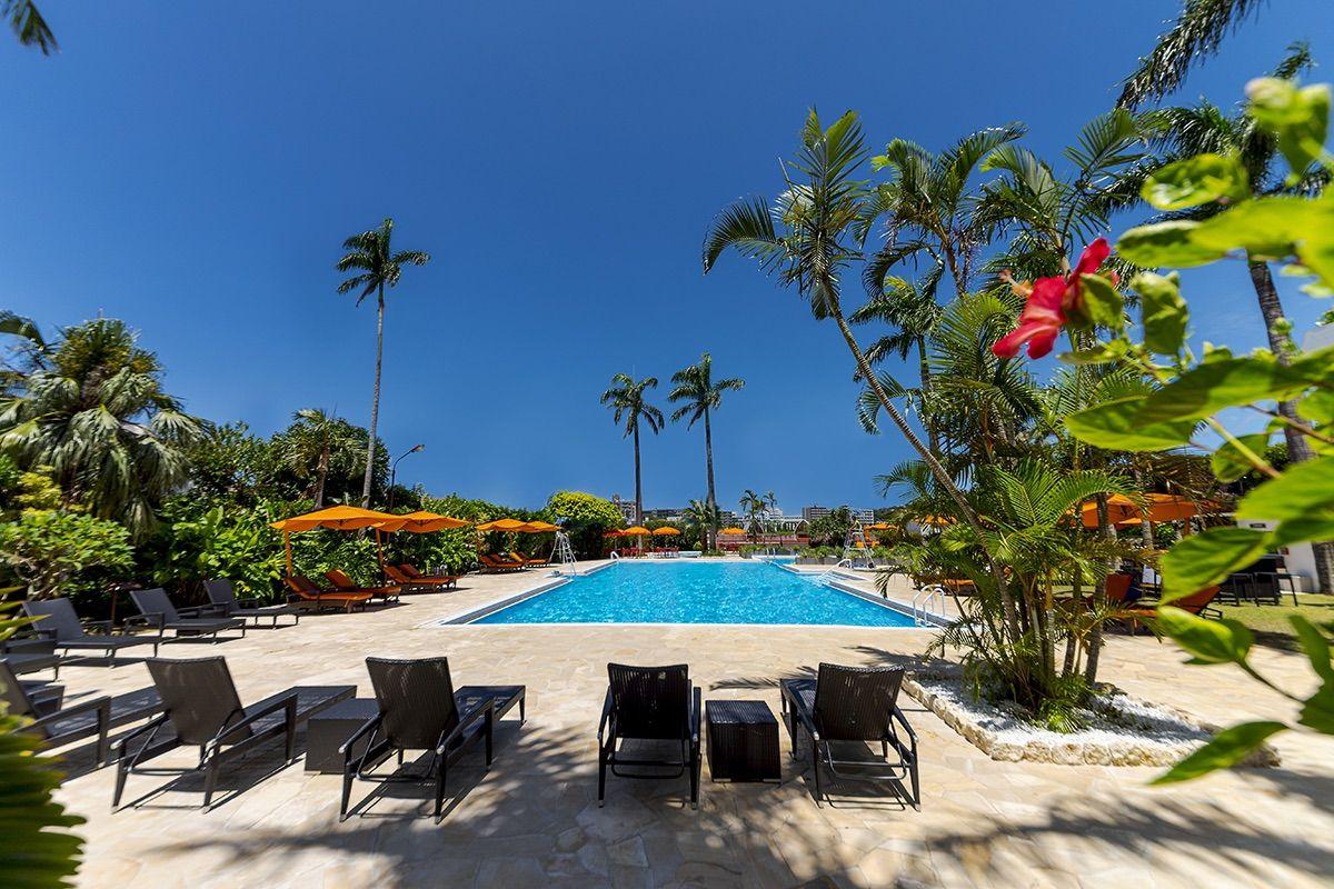 プール付きホテルで南国が何倍も楽しくなる!